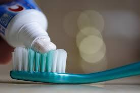 Diş çürümesini önlemek için Florür uygulanabilir.
